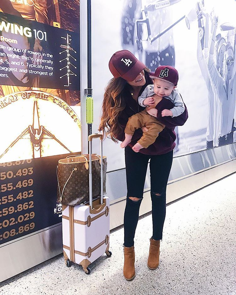 cute airport travel outfits, baby mommy casual airport travel outfits