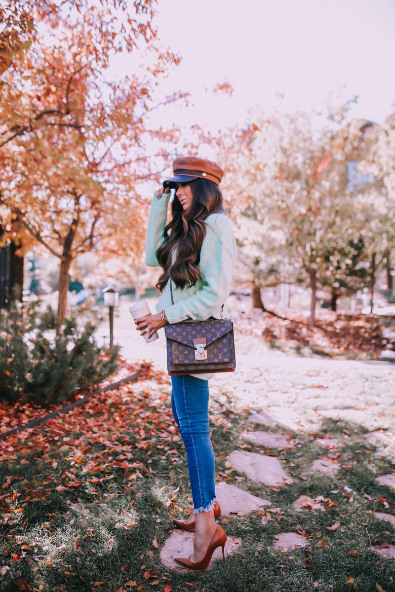 Fall fashion pinterest 2018, fall outfit jeans and oversized sweater, cab driver baker boy hat outfit pinterest 2018, louis vuitton monceau, emily ann gemma,-2