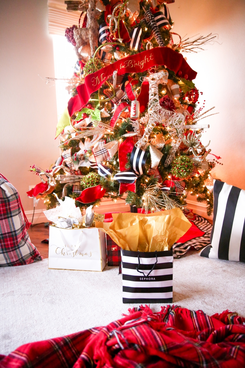 sephora cyber week deal 2018, burberry chirstmas tree ribbon, emily gemma christmas tree, best christmas tree pinterest 2018-8