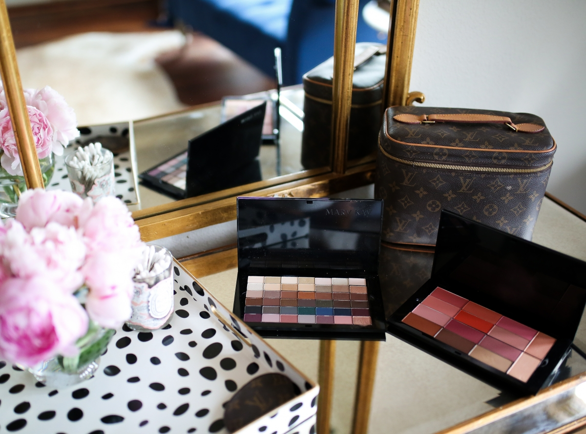 Mary Kay Reviews by popular US beauty blog, The Sweetest Thing: image of Mary Kay makeup pallets.