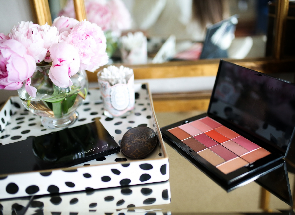Mary Kay Reviews by popular US beauty blog, The Sweetest Thing: image of Mary Kay makeup.