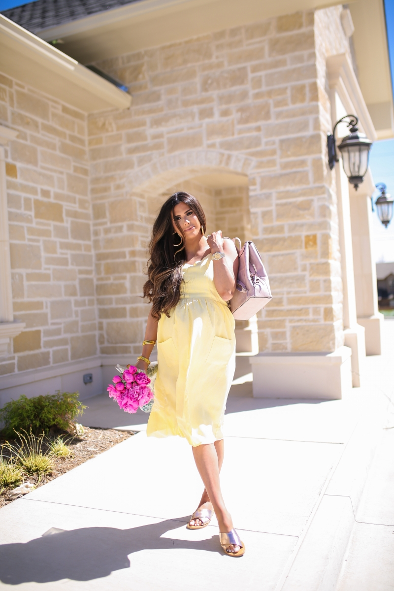 Emily Ann Gemma of The Sweetest Thing blog. Favorite spring outfit staples from Walmart
