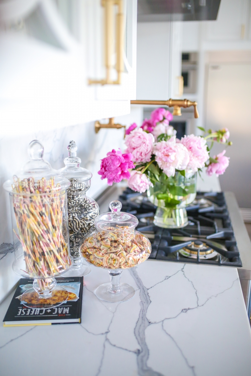 Pinterest kitchen inspiration, white quartz and gold hardware kitchen, ILVE oven, Emily ann gemma kitchen, luxury home kitchen pinterest 2019, colorful noodles in glass canisters, amazon prime must haves