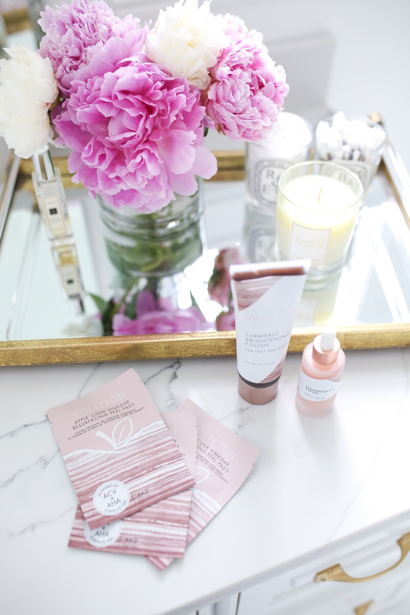 Emily Ann Gemma of The Sweetest Thing Blog reviewing Apple Cider Vinegar Resurfacing Pads + Strawberry C Serum For Your Face from Volition Beauty