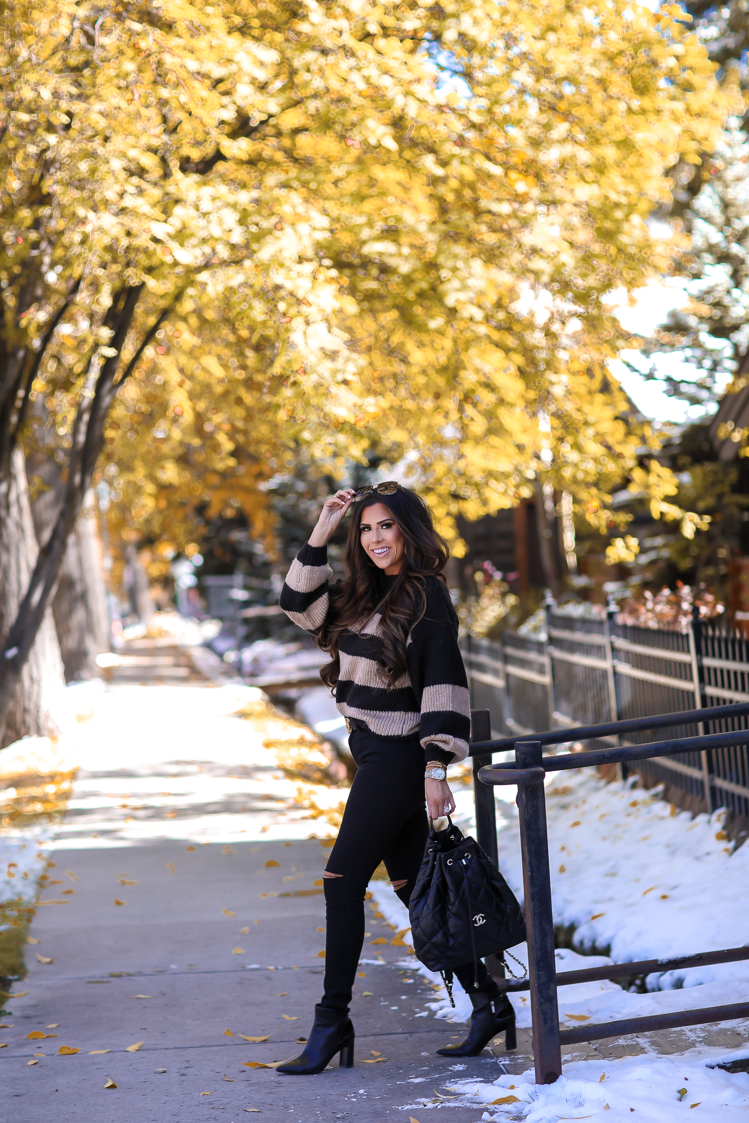 Fall outift ideas 2019 pinterest, Aspen what to wear fall, black chanel backpack quilted 2019, quay rimless aviator black, emily gemma, top popular fall fashion bloggers-2