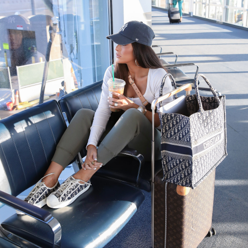 airport outfit idea, cute airport fashion outfit, dior sneakers womens 2020, pinterest airport fashion, horizon louis vuitton carryon, dior oblique tote, emily gemma-2