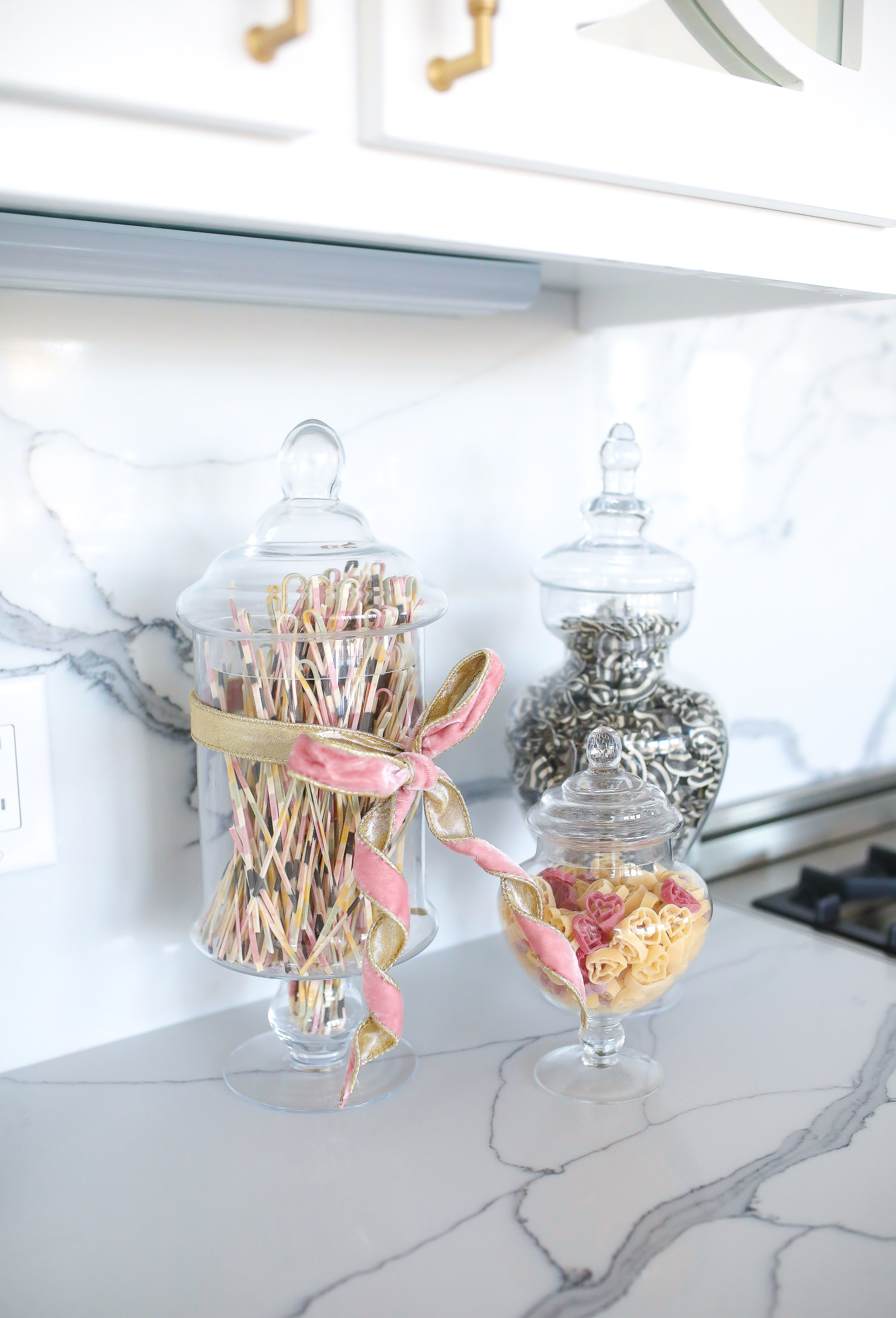 jars with noodles in kitchen, swig marble cup insulated, top amazon must haves, amazon best buys 2020, emily gemma, amazon prime must haves blog post,_-4 | Amazon Prime Favorites by popular US life and style blog, The Sweetest Thing: image of Amazon Prime Apothecary jars.