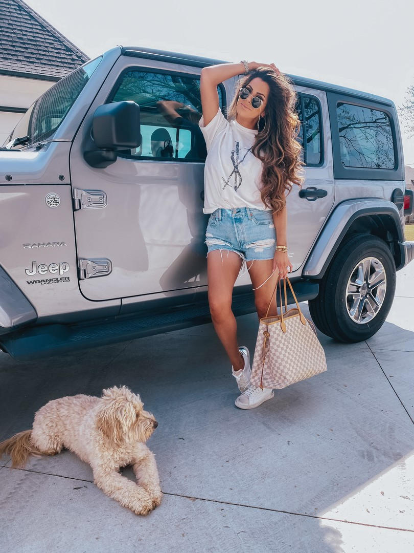 Instagram Recap by popular US lifestyle blog, The Sweetest Thing: image of Emily Gemma standing next to her Jeep and wearing a Verishop 501 Original Short and Steve Madden REZZA WHITE sneakers.