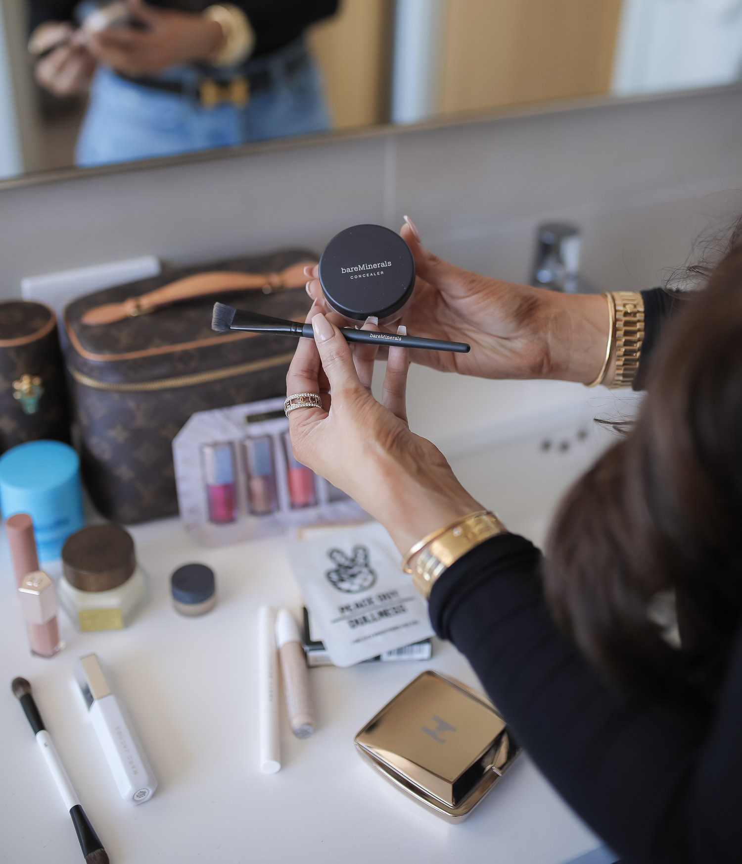 Sephora savings event fall 2020, sephora VIB sale event, beauty blogger sephora favorites fall 2020, emily ann gemma-6 |Sephora Beauty Insider Sale by popular US beauty blog, The Sweetest Thing: image of Emily Gemma wearing a black turtle neck and distressed jeans and holding some Bare Minerals powder and a Bare Minerals application brush.