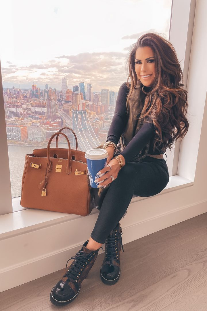 New York city outfit ideas, hermes birkin, black skinny jeans, flattering black bodysuit, Emily Ann gemma, curly hairstyles