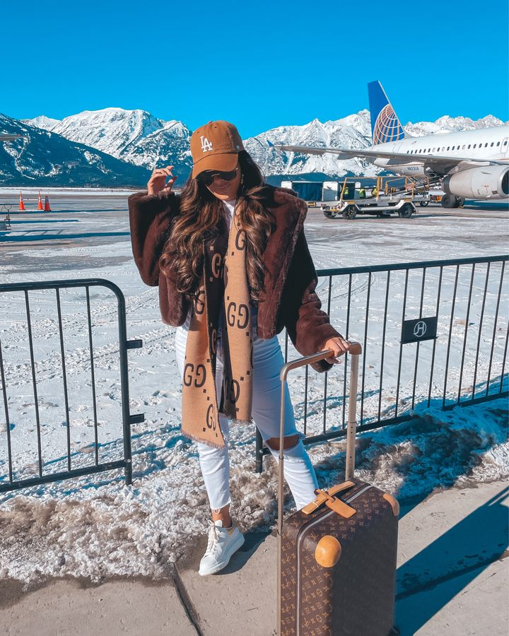 casual travel outfit idea winter 2021, airport fashion outfit idea, cute airport outfit idea winter, fendi tote